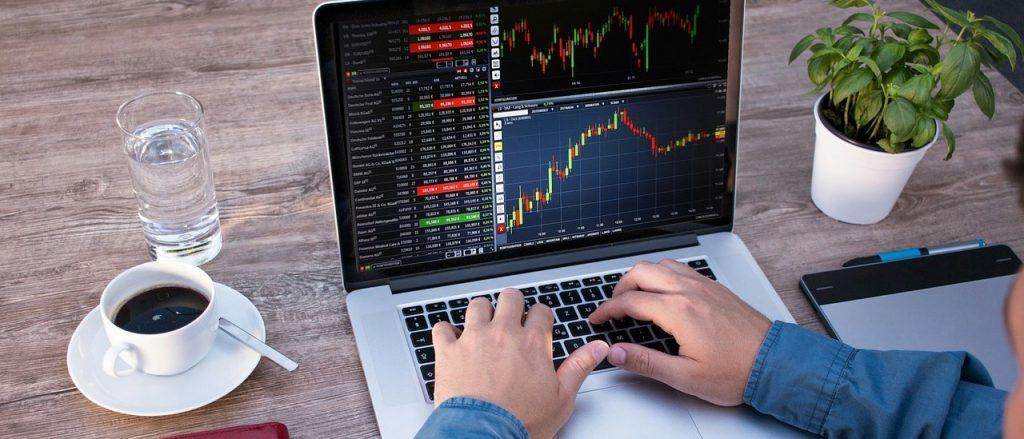 An der Börse 10000 Euro anlegen oder mehr über den Computer