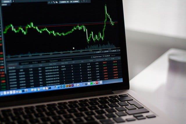 stock-market Sollten man jetzt wirklich in die Börse investieren?