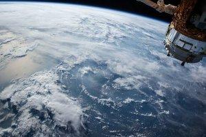 satellite - um die Erde