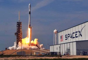 SpaceX Unternehmen mit Rakete