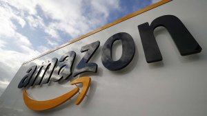 Amazon Logo auf Gebäude (2)